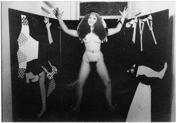 ORLAN, Panoplie de la fille bonne à marier, 1972 © ORLAN / ADAGP