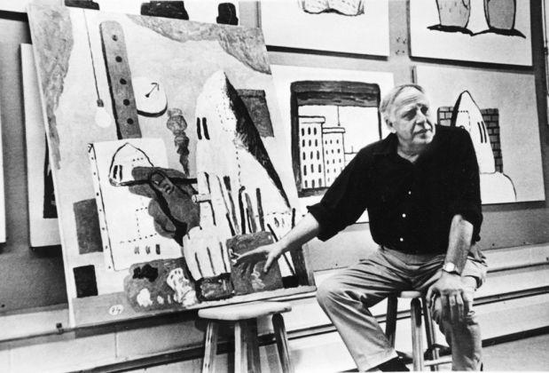 Philip Guston accanto a The Studio, 1969. Photo Frank Lloyd