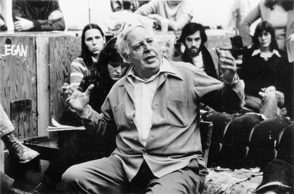Philip Guston durante una lezione alla New York Studio School negli anni '70