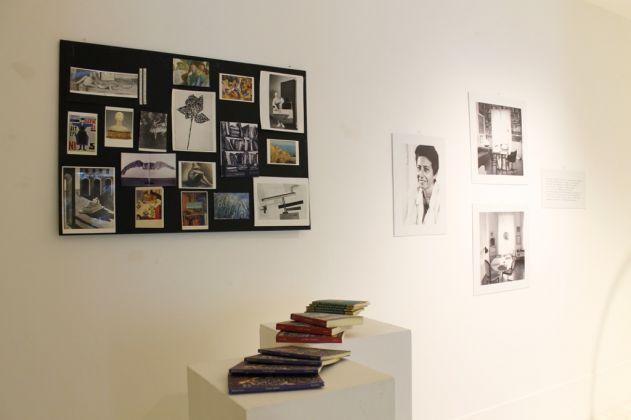 Ricostruzione della bacheca che teneva Marisa Volpi nel suo studio. Photo Carlotta Barillà