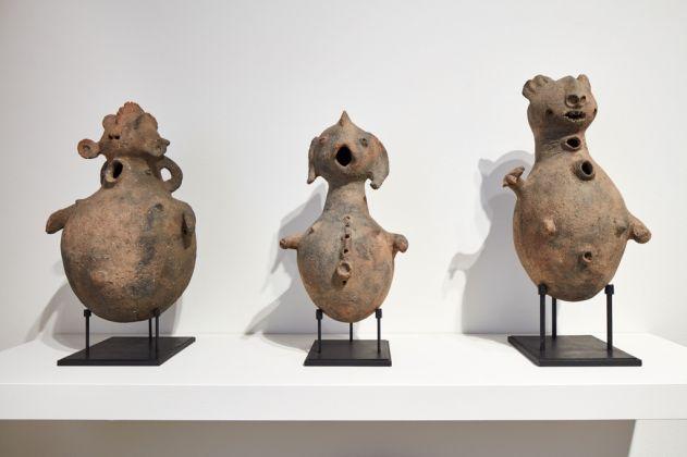 Ritual vase, Adamawa, Nigeria, XX secolo. Installation view at Fondazione Carriero, Milano 2017. Photo Agostino Osio