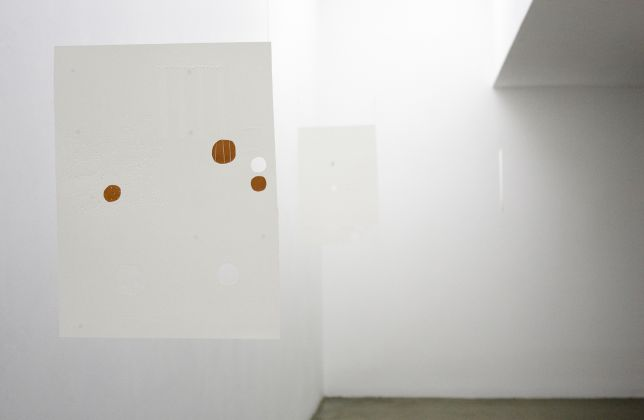 Sara Chang Yan, Escuto o Silêncio, Fala inteiro e com Precisão, 2016. Installation view at Madragoa, Lisbona