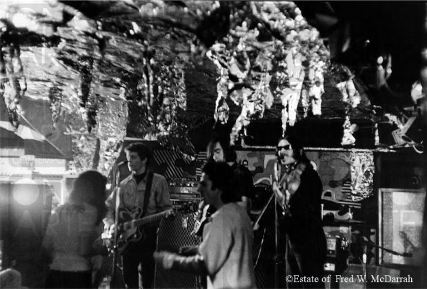I Velvet Underground performano allo Steve Puals nightclub