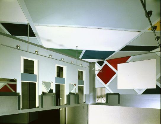 Theo van Doesburg, ontwerp Interieur Ciné-dancing van L'Aubette in Straatsburg, (1928) reconstructie 1968, schaal 1 : 4. Collectie Van Abbemuseum, foto Peter Cox
