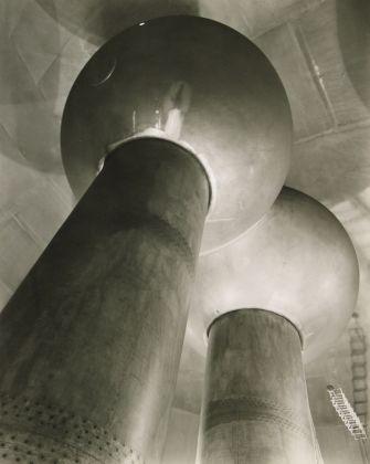 Van De Graaff Generator, Cambridge, 1958 ©Berenice Abbott