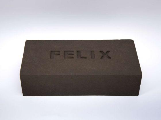 Vinci-Galesi, Felix, 2017, serie di mattoni con impasto di terra campana, ciascun elemento cm 12x24x6