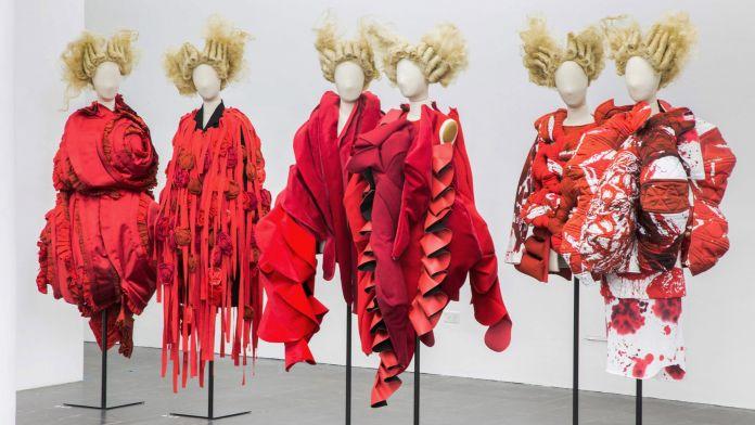 Rei Kawakubo/Comme des Garçons. Art of the In-Between al Metropolitan Museum of Art