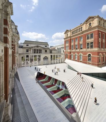 The Sackler Courtyard and Cafe, V&A Exhibition Road Quarter, designed by AL_A ©Hufton+Crow