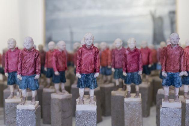 Giuseppe Donnaloia, Pablo, 2016, scultura in resina acrilica e polvere di marmo dipinta a mano su basamento in cemento [collocata nell'Oratorio di San Giuseppe]