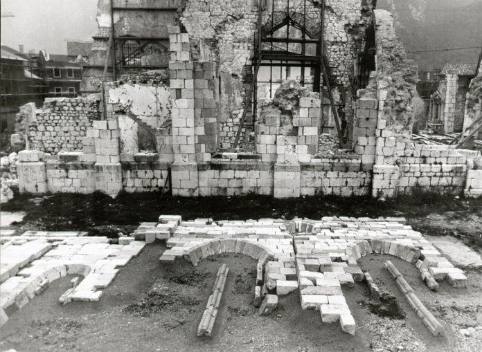 Un'opera della mostra fotografica Territori della ricostruzione. Iuav per l'emergenza