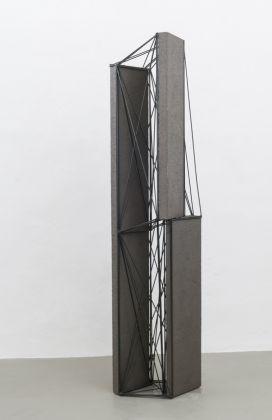 Giuseppe Uncini, Spazi di ferro N. 74, 1990, cemento e ferro