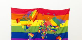 Jonathan Monk, The World in Gay Pride Flags (versione II), 2013, collage in tessuto