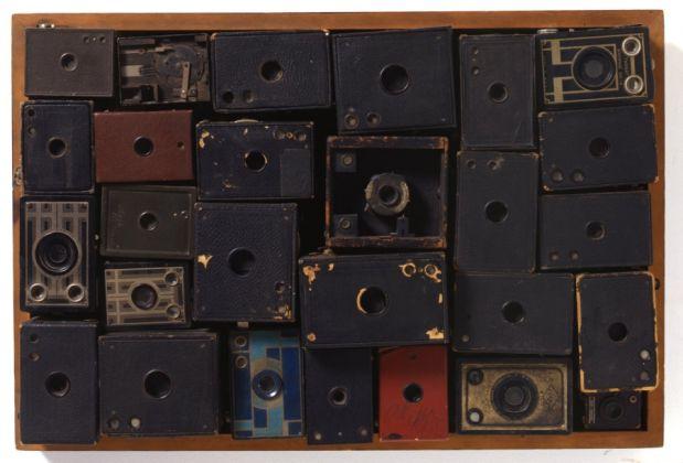 Arman, Clic Clac Kodak, Hourrah!, 1961. Collezione Arman Marital Trust, Corice Arman Trustee. (c) Arman Studio New York