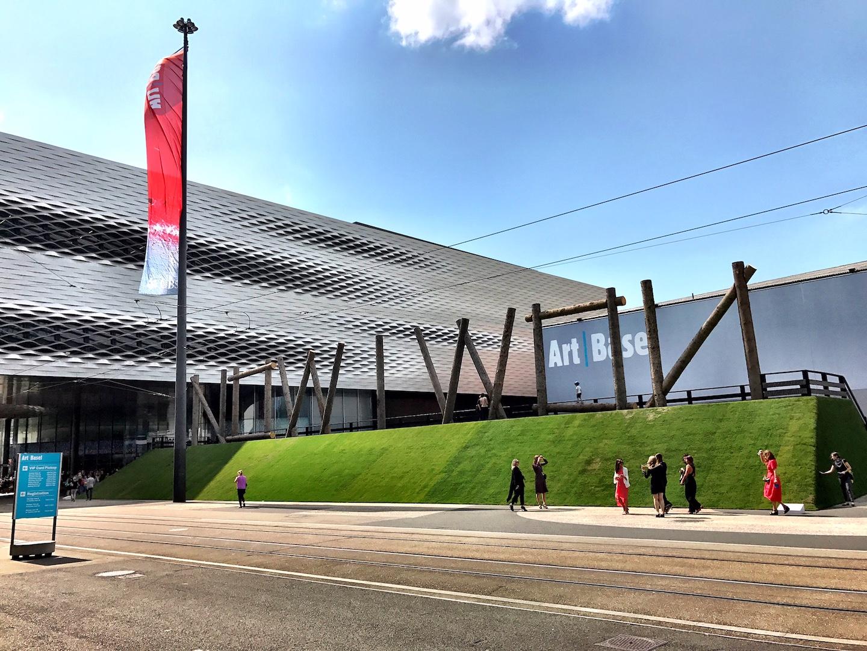 L'installazione di Claudia Compte sulla Messeplatz di Basilea