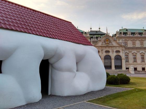 Erwin Wurm. Performative Sculptures. 21er Haus, Vienna 2017. Photo Giorgia Losio