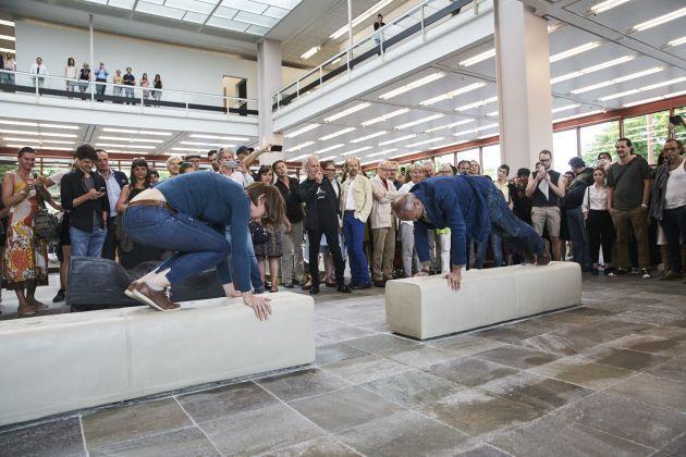 Erwin Wurm. Performative Sculptures. 21er Haus, Vienna 2017. Photo Stefan Joham