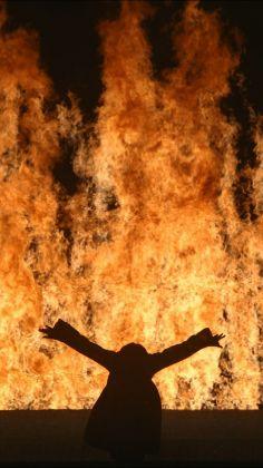 Fire Woman, 2005, Videosound installation, 1112 minutes, Performer Robin Bonaccorsi, Courtesy Bill Viola Studio © Bill Viola Photo Kira Perov