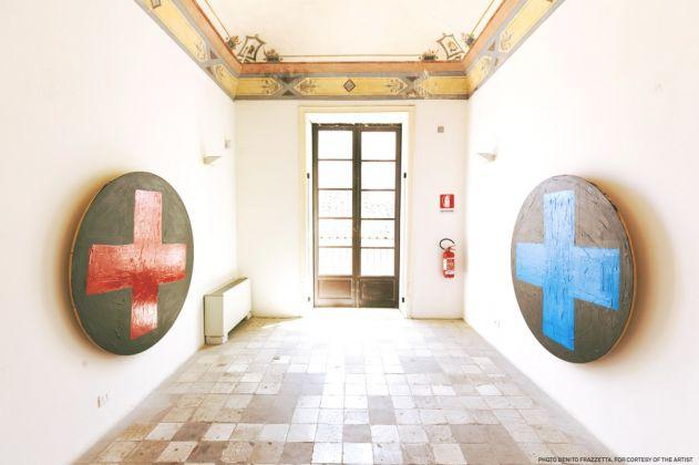 Franko B., blu cross and red cross, 2004. Courtesy Galleria Pack, Milano