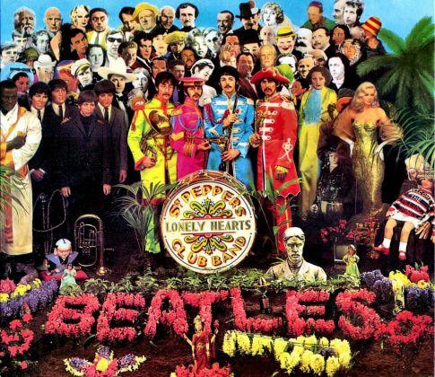La copertina di Sgt. Pepper dei Beatles