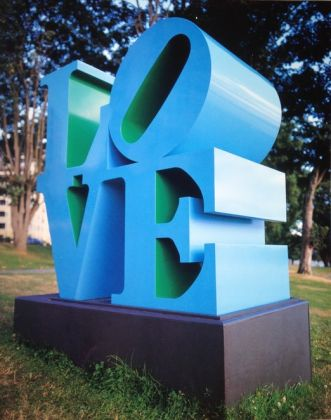 Robert Indiana, LOVE Blue Green, 1996,Buschlen Mowatt Nichol Foundation, prêt de la Biennale de Vancouver. © Robert Indiana / SODRAC (2017). Photo Dave Aharonian