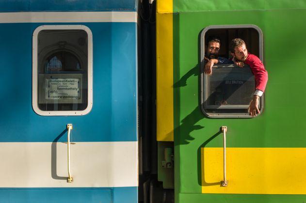 Michel Huneault, Embarquement et départ de Budapest (Hongrie) vers l'Allemagne, de la série « Occident Express », 2015.