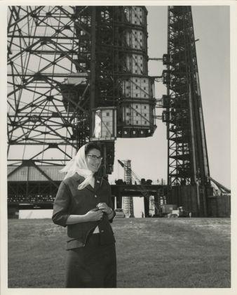 N.A.S.A. Photo, Tina Zuccoli at Pad. 37 (Cape Canaveral, Florida), 1964, gelatina a sviluppo, 20.5x25.3 cm, courtesy Fondazione Fotografia Modena (Fondo Tina Zuccoli)