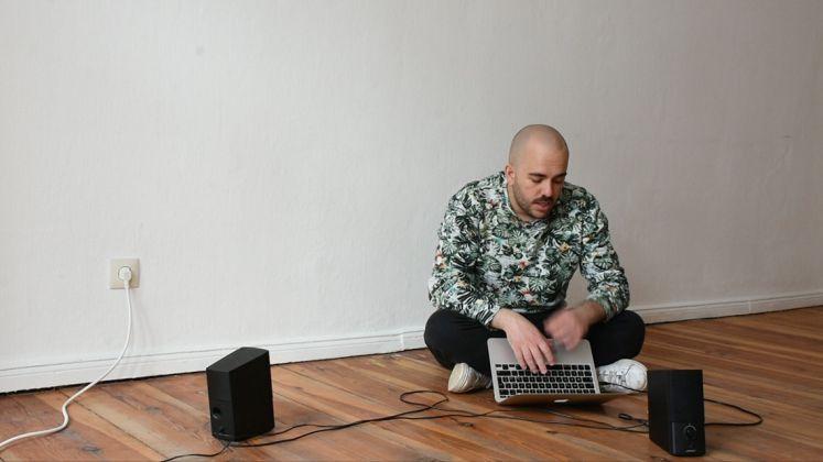 Ruben Montini, Dove sto con me. Solo, 2017. Still da video