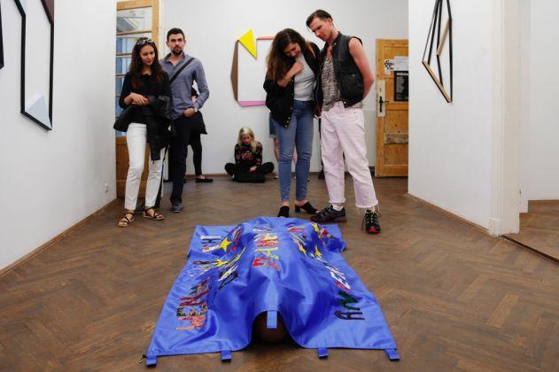 Ruben Montini, One Person Protest, 2017. Performance. Courtesy dell'artista & Prometeogallery di Ida Pisani, Milano & BWA Warszawa, Varsavia