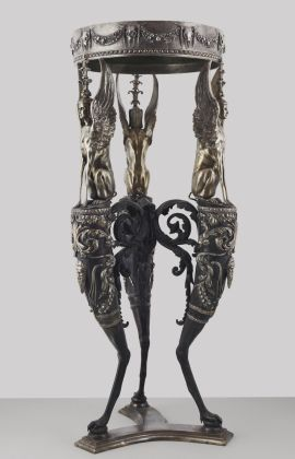 Tripode, disegnato da Giovanni Battista Piranesi, Venezia Fondazione Giorgio Cini, prodotto da Factum Arte, 2010, bronzo dorato con rivestimento d'argento e una parte superiore di alabastro