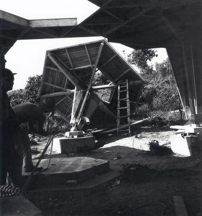 Vittorio Giorgini, Casa Esagono in costruzione, 1957, Baratti (LI), Courtesy Associazione B.A.Co. – Archivio Vittorio Giorgini