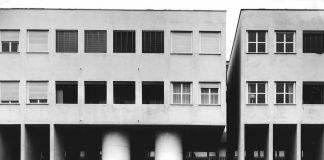 Aldo Rossi, edificio residenziale presso il quartiere Gallaratese 2, Milano, 1969-1974, ©2017 Eredi Aldo Rossi