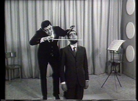 Armando Testa, Saiwa, Ritz (violoncello), 1967. Still da fim 35 mm. Courtesy Gemma De Angelis Testa
