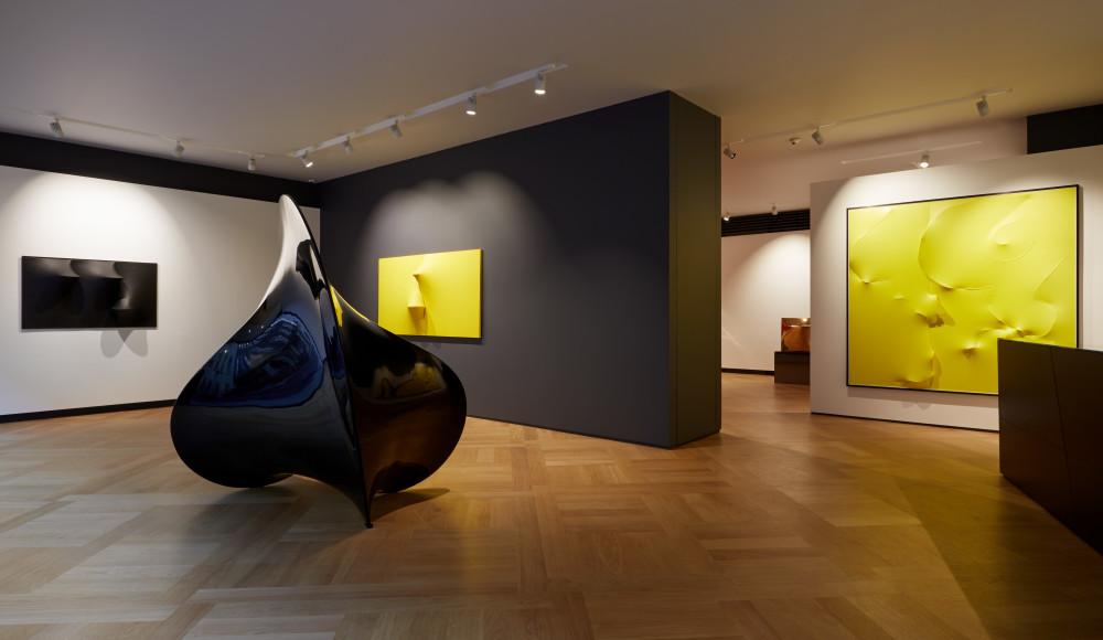 Bonalumi, Sculptures, installation view at Mazzoleni London, 2015, courtesy Mazzoleni London