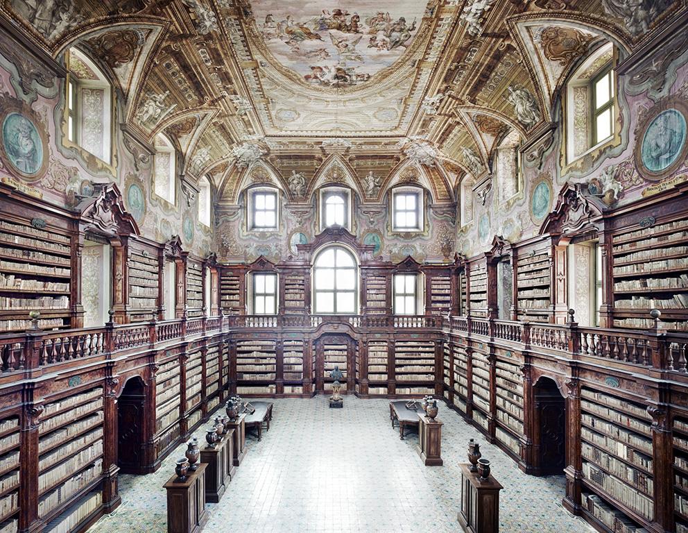 Candida Höfer, Biblioteca dei Girolamini Napoli I, 2009