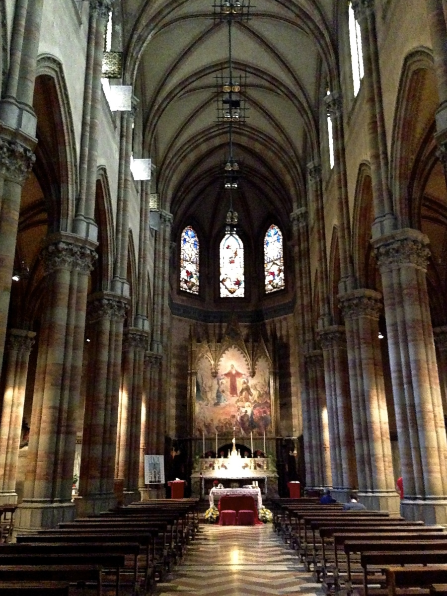 Chiesa del Sacro Cuore del Supplizio in Roma (navata centrale)