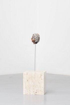 David Prytz, Erde ohne Mond, 2017, mixed media, 61 x 20 x 18 cm, photo Roberto Apa, courtesy of the artist and Galleria Mario Iannelli