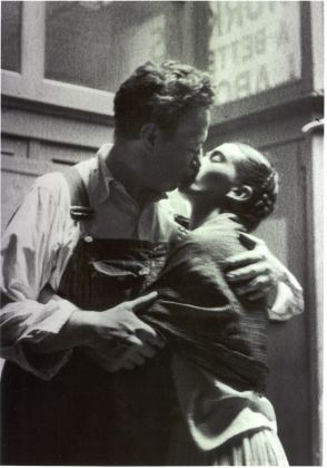 Diego & Frida Caught Kissing. Photo ©Lucienne Bloch