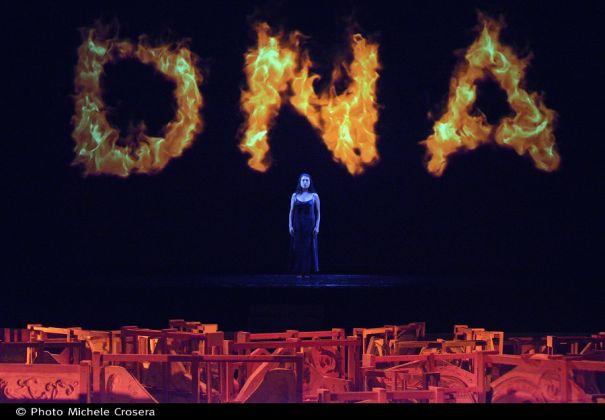 Fabrizio Plessi, Fenix DNA, immagine dell'opening. Venezia, Teatro La Fenice. Ph. Michele Crosera