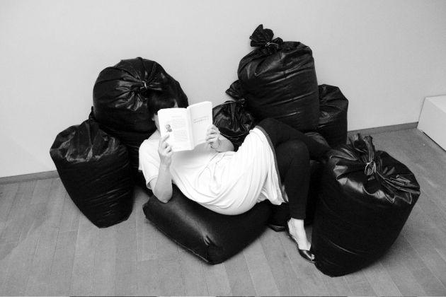 Florence Doleac, Garbage Salon. Un Objet Littéraire, hommage à Michel Houellebecq, 2009. Photo Adrien Dirand. Courtesy l'artista
