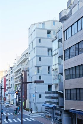 Go Hasegawa & Associates, Apartment in Okachimachi. Photo © Takaya Sakano