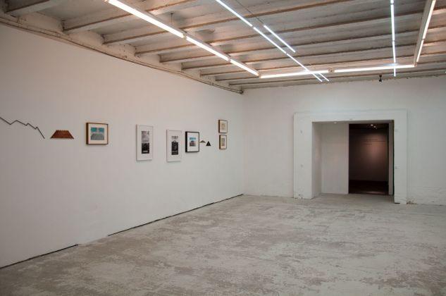Hamish Fulton. Unlike a drawn line a walked line can never be erased. Exhibition view at Galleria Michela Rizzo, Venezia 2017. Photo Irene Fanizza