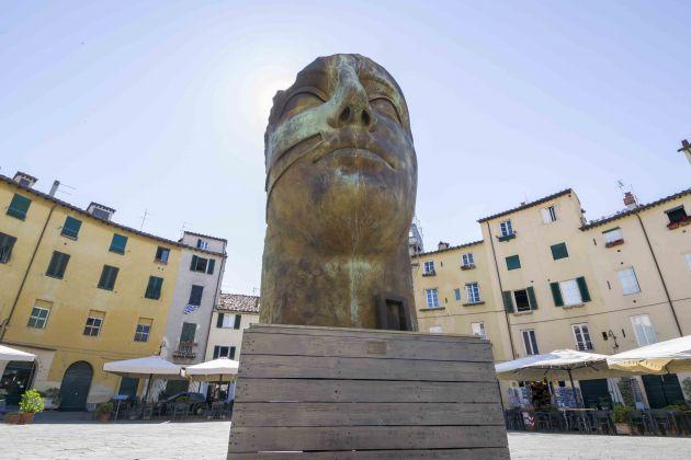 Igor Mitoraj, Tindaro, Piazza Anfiteatro, Lucca. Photo Ghilardi