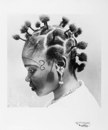 J.D.'Okhai Ojeikere, Mmon Mmon Edet Ubok, 1974, courtesy CAAC - The Pigozzi Collection, Ginevra