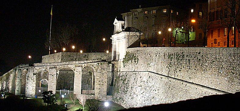 Le Mura di Bergamo in notturna