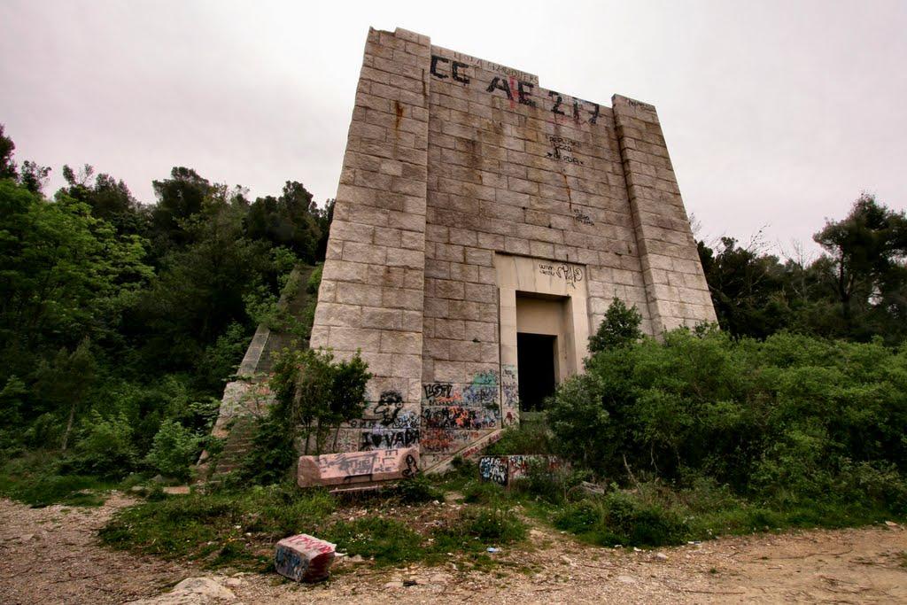 Mausoleo di Ciano, Livorno