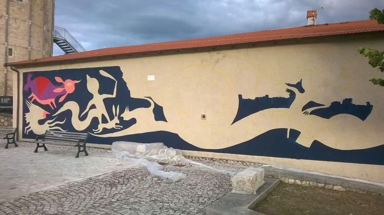 Murales in lavorazione di Gio Pistone per il festival Borgo Universo, Aielli.