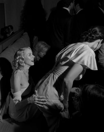 Naomi Watts e Lucy Liu, Los Angelese, 2000, photo credit Larry Fink