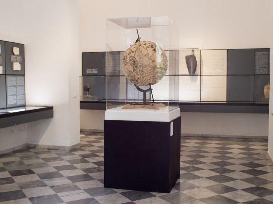 Viaggio in Sicilia 7, Pietro Ruffo, Migration Globe, 2017. Courtesy l'artista. Ph. Giorgio Benni