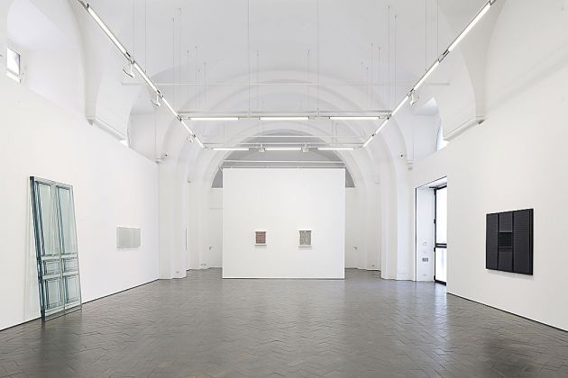 Rachel Witheread. Sculture e disegni, exhibition view at Galleria Lorcan O'Neill, Roma 2017, photo Henrik Blomqvist, courtesy of Galleria Lorcan O'Neill (1)