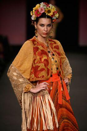 Raffaella Curiel, collezione 2008 ispirata a Frida Kahlo